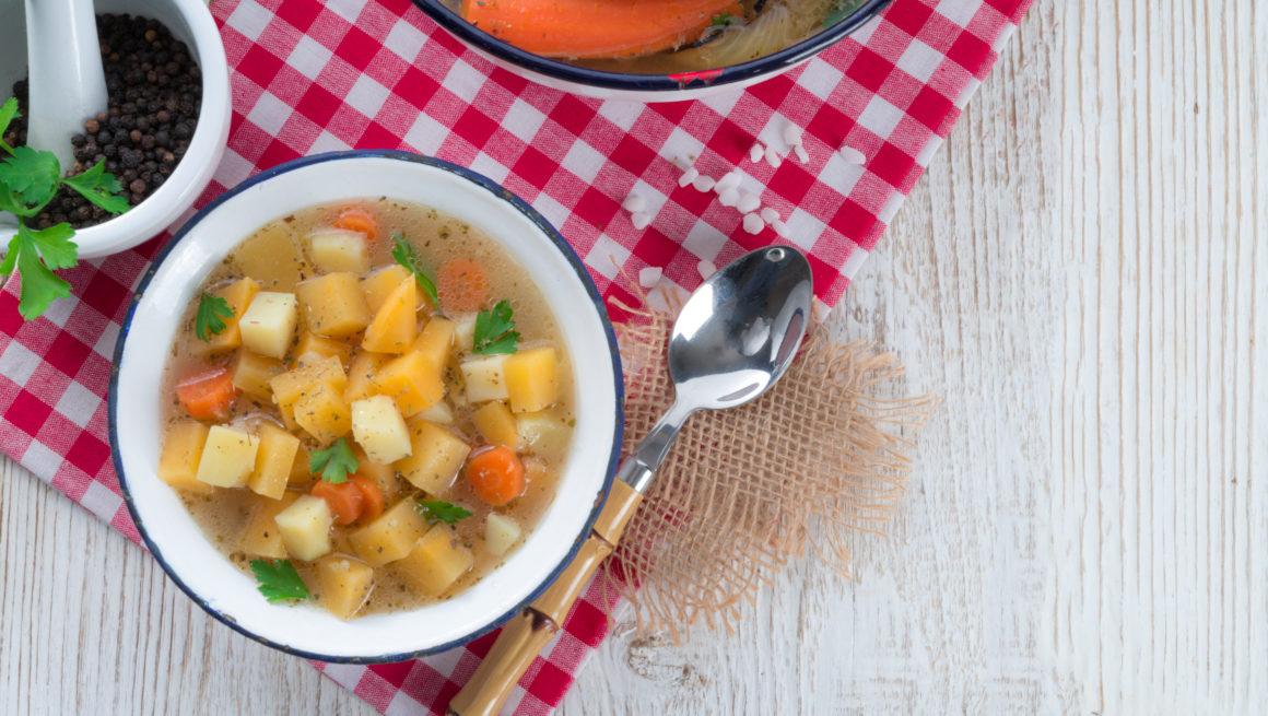 grønnsakssuppe i skål