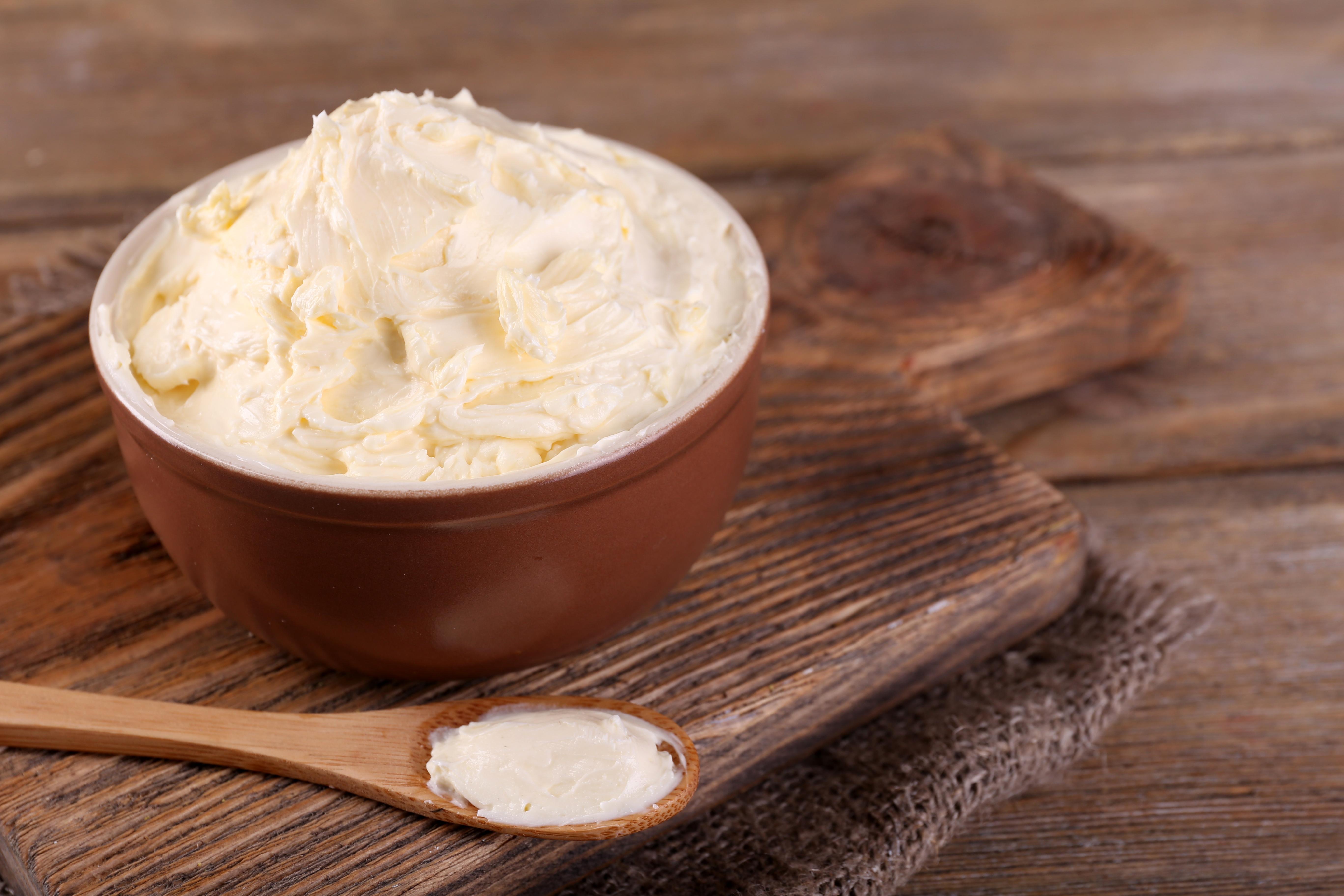 hjemmelaget smør i bolle