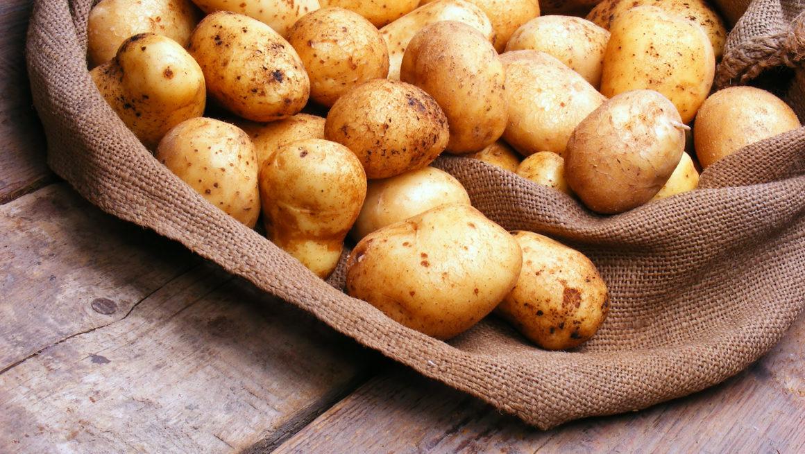 poteter på bord