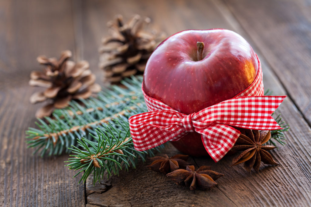 eple og julepynt