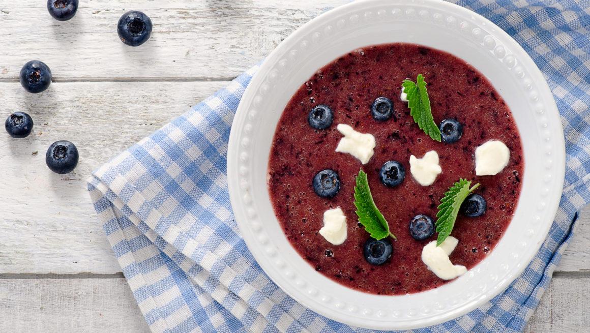 blåbærsuppe i skål