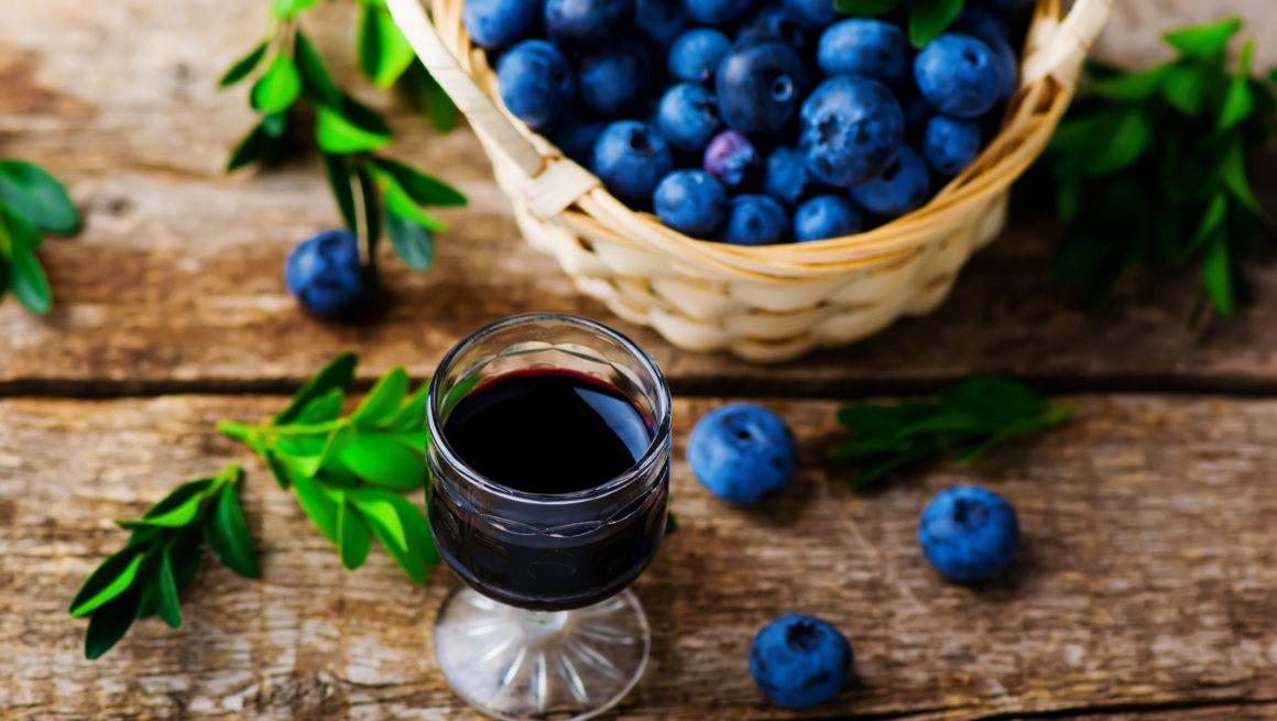 blåbærlikør i glass